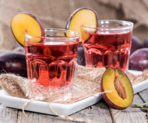Сливовая настойка на водке: способы приготовления и полезные свойства