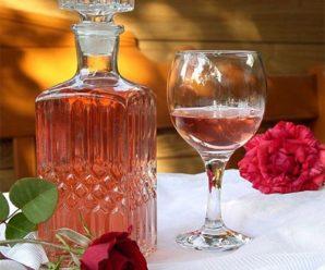 Настойка из лепестков роз: полезные свойства и рецепты приготовления напитка
